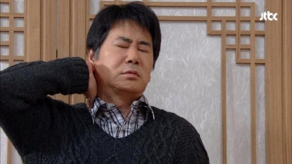 뒷목 잡는 모습 아이구 머리아 어이없음 상실 노답 혈압상승